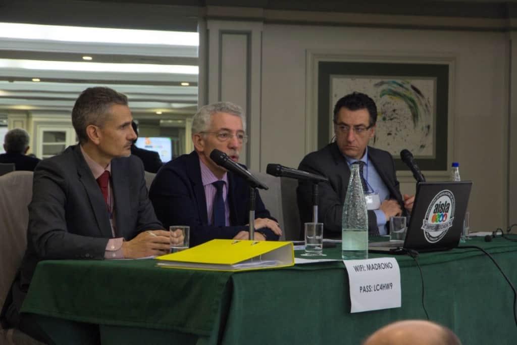 Luis Vega, del Ministerio de Fomento, presentando el nuevo CTE