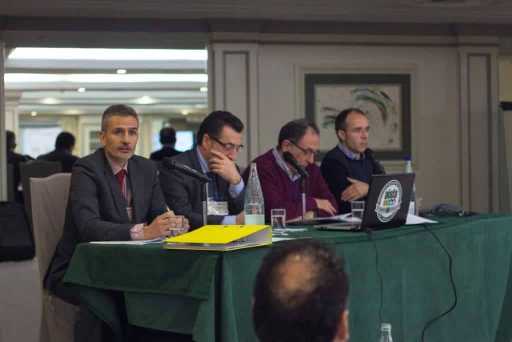 Alvaro Pimentel, de AISLA, presentando la figura del Instalador Homologado